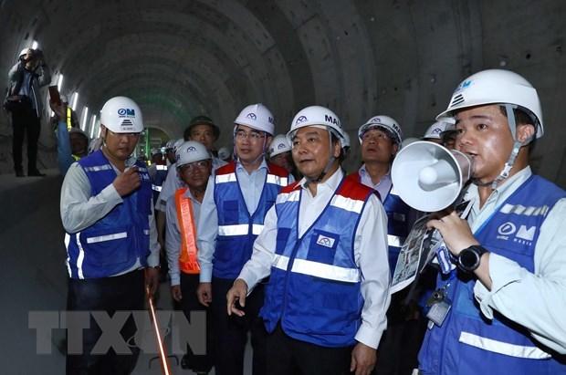 Inspecciona premier vietnamita obra del metro en Ciudad Ho Chi Minh hinh anh 1