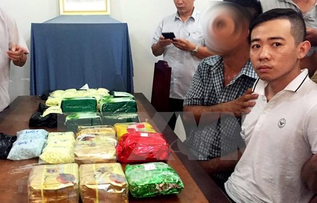 Incautan en Vietnam 26 kilogramos de drogas transportados desde Camboya hinh anh 1