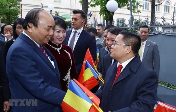 Premier vietnamita se reune con connacionales residentes en Rumania hinh anh 1