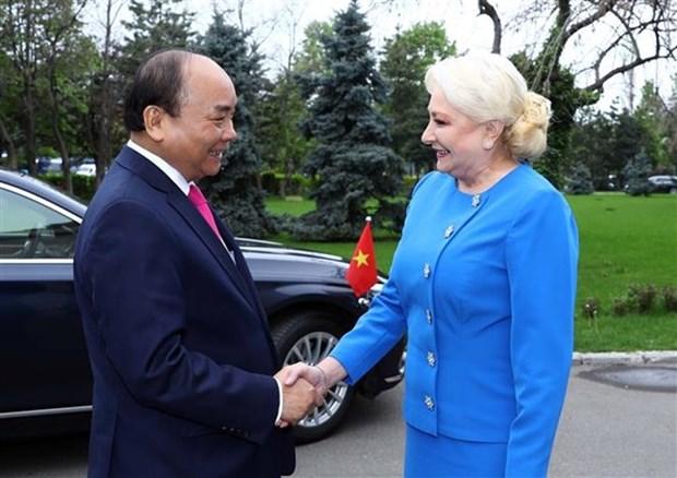 Viorica Dancila preside acto de bienvenida al primer ministro vietnamita en Bucarest hinh anh 1