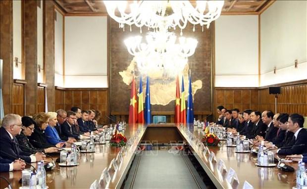 Rumania concede importancia al fomento de nexos con Vietnam, afirma premier hinh anh 1