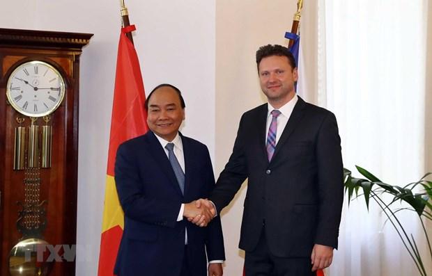 Premier vietnamita pide apoyo para acelerar firma de TLC entre Union Europea y su pais hinh anh 1