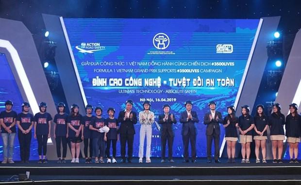 Entregan 10 mil cascos protectores a estudiantes vietnamitas hinh anh 1