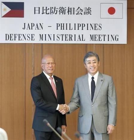 Fortalecen Filipinas y Japon la cooperacion en defensa hinh anh 1