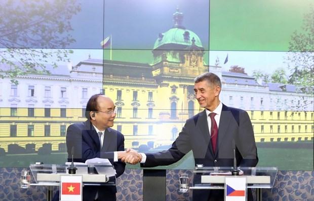 Destacan significado de gira del premier de Vietnam por Rumania y Republica Checa hinh anh 1
