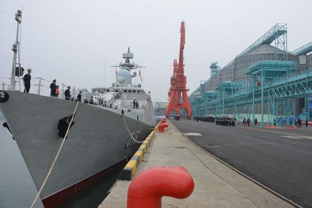Visitan China buques de las Fuerzas Navales de Vietnam hinh anh 1