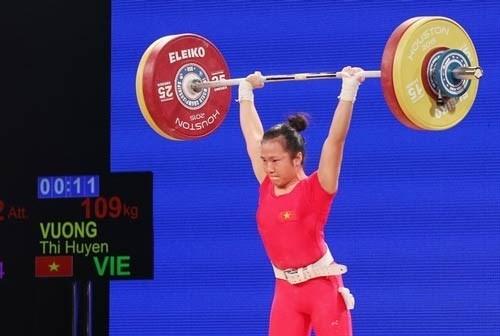 Gana pesista vietnamita tres medallas de oro en campeonato asiatico de halterofilia hinh anh 1