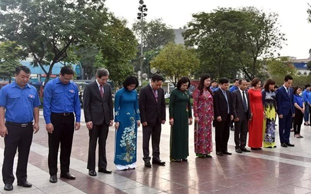 Autoridades de Hanoi rinden homenaje a Lenin hinh anh 1