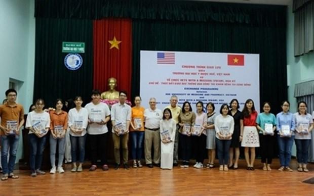 Veteranos de EE.UU. ofrecen atencion medica en Vietnam a victimas del Agente Naranja hinh anh 1