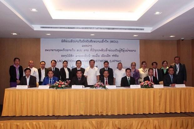 Laos impulsa el sistema de pago mediante bancos hinh anh 1
