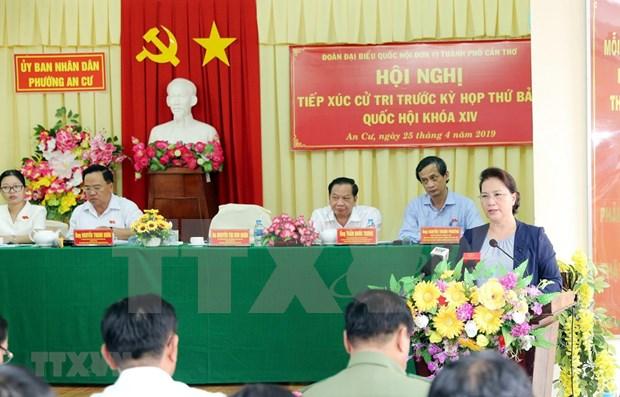 Presidenta de Asamblea Nacional de Vietnam dialoga con votantes en ciudad surena hinh anh 1