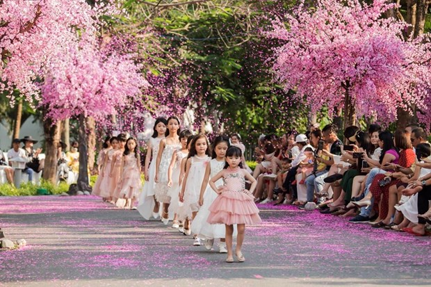 Participaran decenas de marcas en semana de moda infantil de Vietnam 2019 hinh anh 1