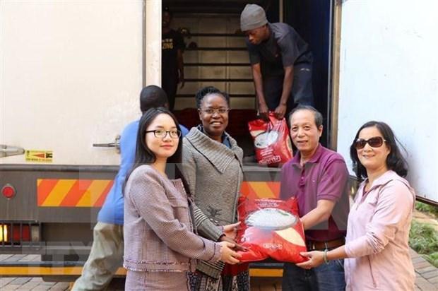 Vietnamitas en Sudafrica asisten a victimas de inundaciones en Zimbabue hinh anh 1