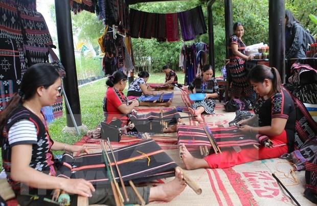 Atrajo Festival de Oficios Tradicionales en Vietnam a mas de 400 mil visitantes hinh anh 1