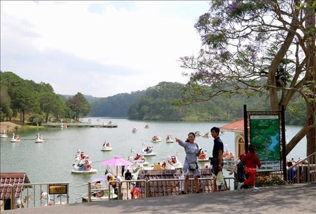 Ciudad vietnamita Da Lat llama la atencion de turistas en los dias feriados hinh anh 1