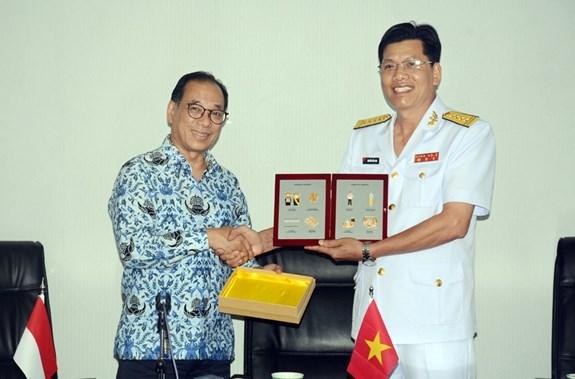 Aspiran a fortalecer cooperacion entre los Ejercitos y las Marinas de Vietnam e Indonesia hinh anh 1