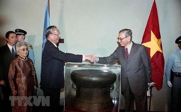Resalta prensa de Camboya y Estados Unidos carrera del expresidente vietnamita Le Duc Anh hinh anh 1