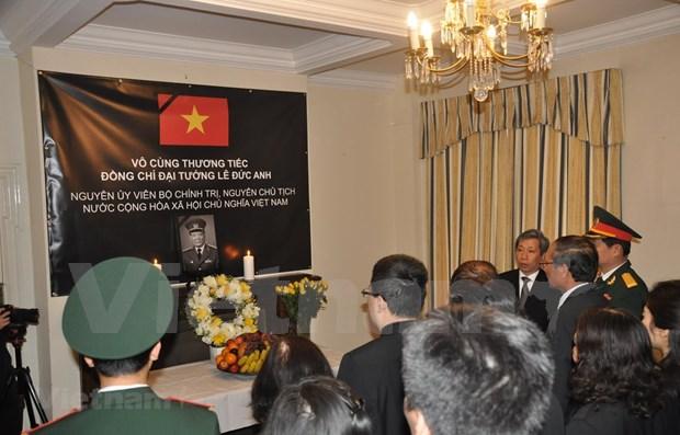 Rinden amigos internacionales tributo postumo al expresidente vietnamita Le Duc Anh hinh anh 1