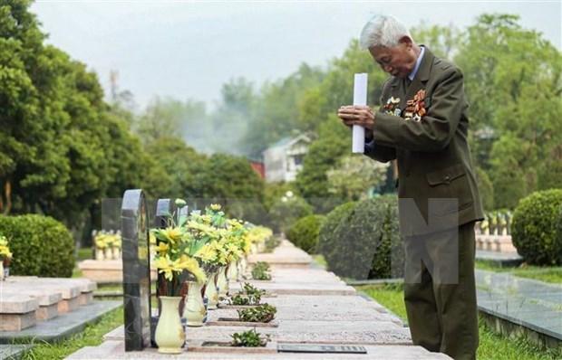 Honran en Vietnam a veteranos con motivo del aniversario de victoria de Dien Bien Phu hinh anh 1