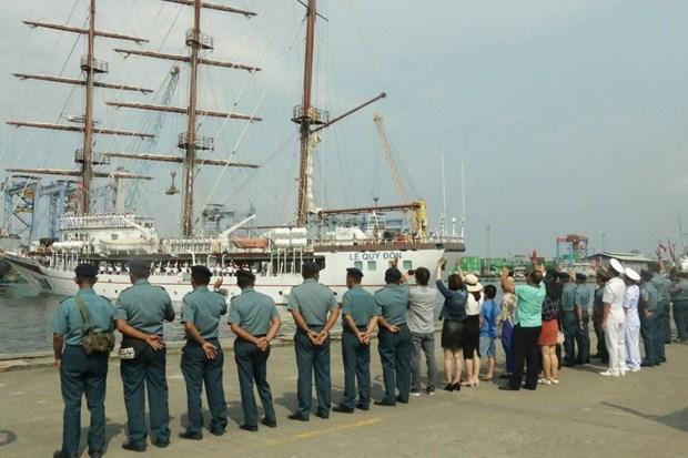 Buque escuela de la Armada de Vietnam concluye visita a Indonesia hinh anh 1