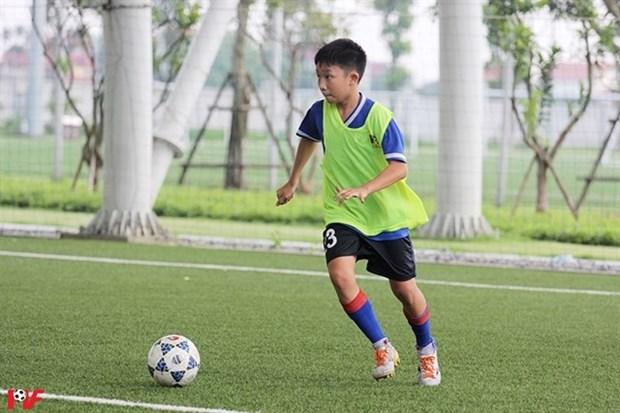Asistiran jovenes jugadores de Vietnam al programa social Football for Friendship en Espana hinh anh 1