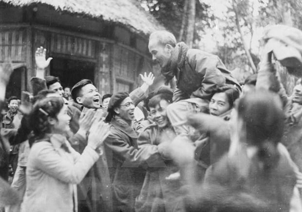 Inauguran en Vietnam nueva muestra fotografica sobre obra revolucionaria del presidente Ho Chi Minh hinh anh 1