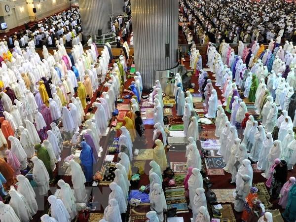 Comienzan musulmanes en Indonesia mes de ayuno de Ramadan hinh anh 1
