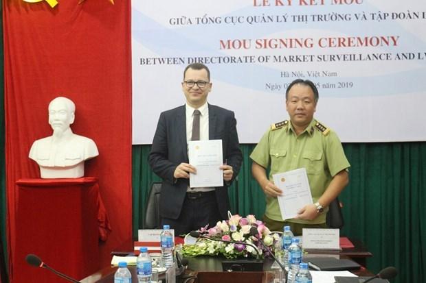 Agencia vietnamita coopera con Grupo Moet Hennessy- Luis Vuiton para combatir productos falsos hinh anh 1