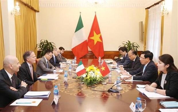 Vicepremier vietnamita se entrevista con canciller italiano hinh anh 1