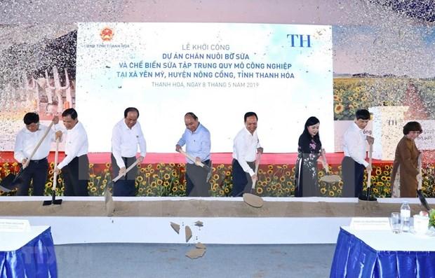 Premier vietnamita asiste a inauguracion del proyecto de granja lechera en Thanh Hoa hinh anh 1