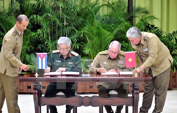 Acuerdan Vietnam y Cuba fortalecer cooperacion en defensa hinh anh 1