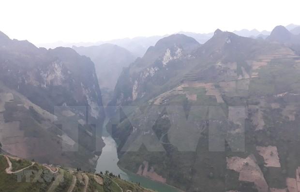 Atrae Meseta Rocosa de Dong Van turistas a provincia de Ha Giang hinh anh 1