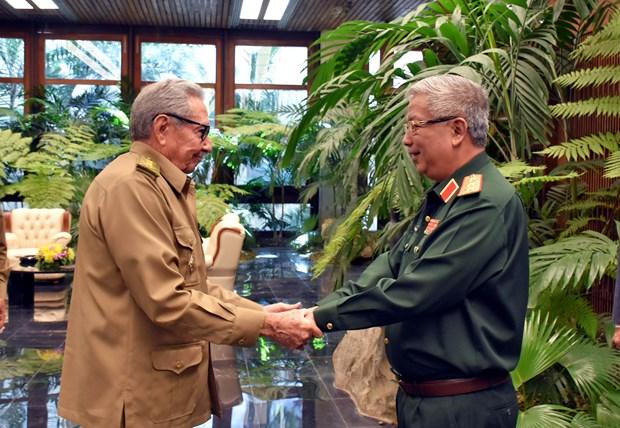 Aboga Raul Castro por recopilar la historia de la cooperacion militar entre Vietnam y Cuba hinh anh 1