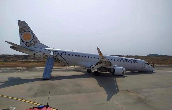 Un avion myanmeno aterriza sin ruedas delanteras hinh anh 1