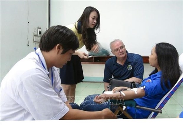 Participan medicos estadounidenses en programa de donacion de sangre en Vietnam hinh anh 1