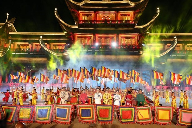Programa artistico y fuegos artificiales saludan al Dia de Vesak 2019 en Vietnam hinh anh 1