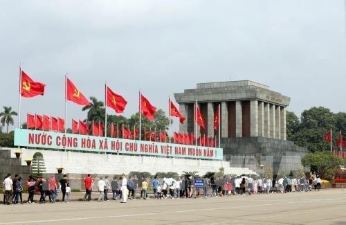 Abren en Vietnam muestra artistica en homenaje al 129 aniversario del natalicio del presidente Ho Chi Minh hinh anh 1
