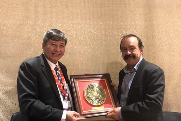 Asiste delegacion de Vietnam a congreso sindical en Francia hinh anh 1