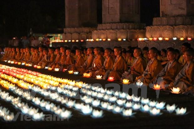 Efectuan en Vietnam oracion por la paz mundial en ocasion del Dia de Vesak hinh anh 1