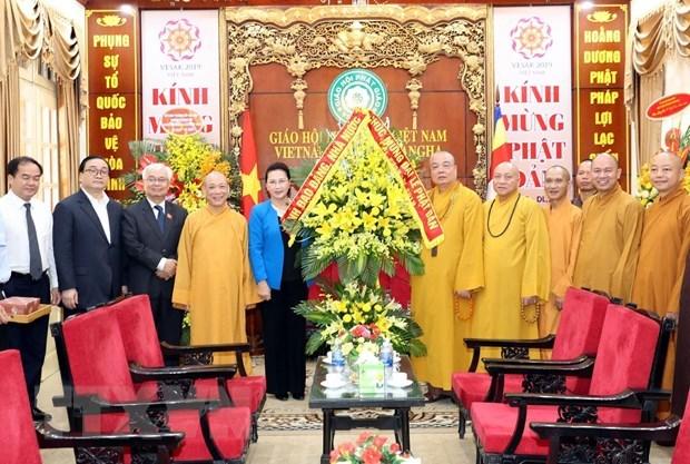Presidenta del Parlamento de Vietnam felicita a Sangha Budista por exito del Dia de Vesak hinh anh 1