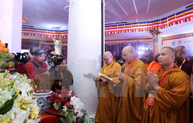 Asisten delegados internacionales al Dia de Vesak en Vietnam a acto de oracion por la paz hinh anh 1
