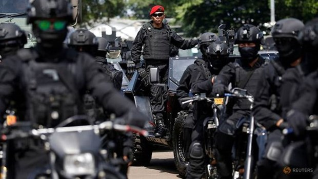 Arrestan en Indonesia a 10 presuntos terroristas que planeaban atentados hinh anh 1