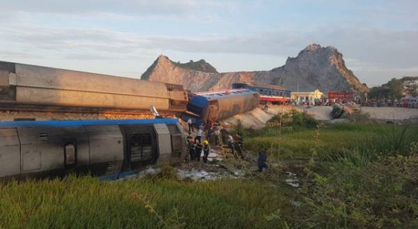 Mas de 30 heridos en un choque de trenes en Filipinas hinh anh 1