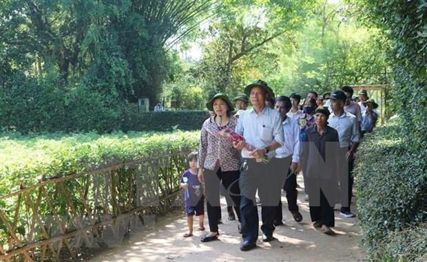 Mas de 60 mil personas visitaron la casa natal de Ho Chi Minh con motivo de su natalicio hinh anh 1