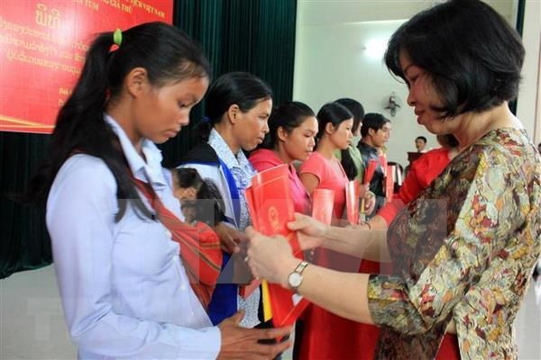 Vietnam otorga nacionalidad a 38 ciudadanos laosianos hinh anh 1