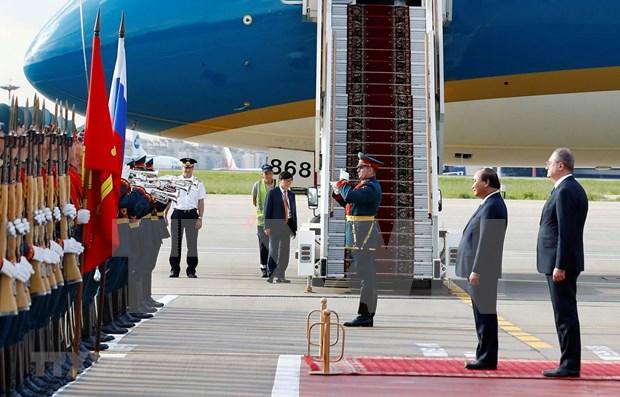 Dialoga premier de Vietnam con coterraneos en Rusia hinh anh 1