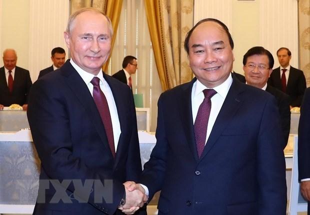Primer ministro de Vietnam se reune con presidente ruso Vladimir Putin hinh anh 1