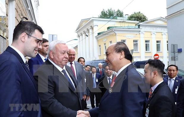 Concluye Premier de Vietnam visita oficial a Rusia hinh anh 1