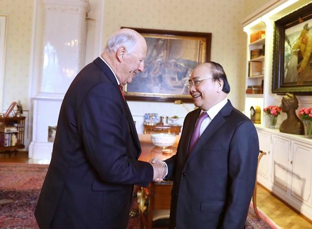 Dialoga Premier de Vietnam con el Rey Harald V de Noruega hinh anh 1