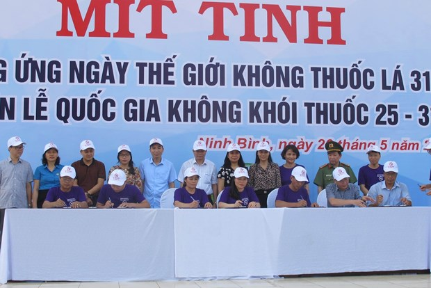 Firman en provincia de Ninh Binh compromiso nacional contra el tabaquismo hinh anh 1